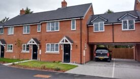 A double room available in Brand New House. furnished.super internet, Leamngton centre.