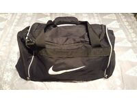 Nike Black 3 Compartment Holdall. Gym bag. Travel bag. Luggage. Very Good Condition barely used