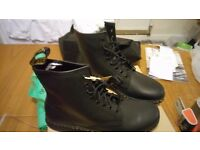 BRAND NEW DR MARTENS NEWTON BLACK TEMPERLEY BOOT SIZ 10 ULTRA LITE