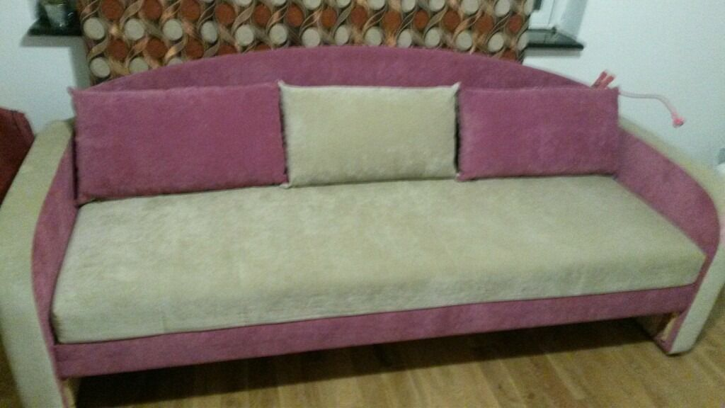 Great sofa bed. Space for duvet and pilow.
