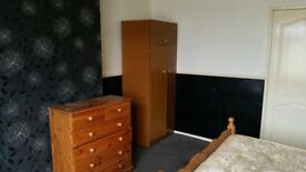 BREIGHTMET - LUXURY NICELY FURNISHED LARGE ROOM IN SHARED HOUSE - BILLS INCLUDED AND FREE BROADBAND