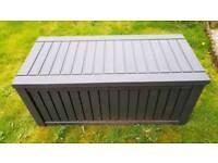 Keter XL storage box with piston lid