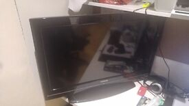 """Toshiba 32"""" LCD TV MINT Condition"""