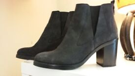Beautiful ladies boots hardly ever worn size 7