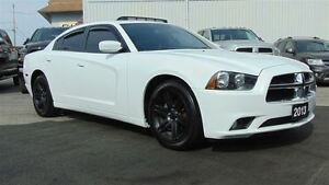 2013 Dodge Charger SXT - SUNROOF - ONLY 61,945 KMS!!!