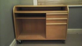 Redused: Solid wood desk with 3 drawers.