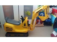 Battery powered digger, fully working and like brand new, its never been outdoors!!