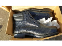 Size 9 Totectors Black boots new never used boxed