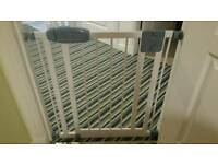 Tippitoes extra narrow 68.5cm to 75cm stair gate, good as new