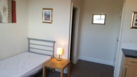 Studio Flat Heneage Road Grimsby Suitable for 1 Person + on site Washer and Dryer facility