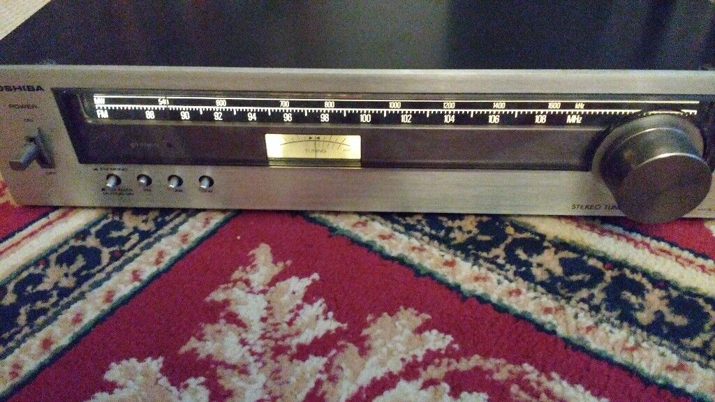 Lovely Toshiba ST-225 Hifi Tuner in good working order. Has FM and AM radio bands.