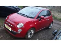 Red Fiat 500 Lounge 2014