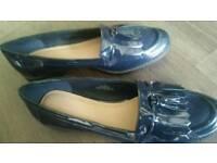 Ladies size 8 navy blue shoes