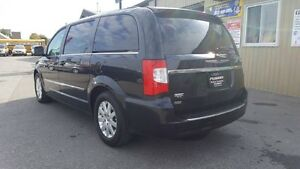 2014 Chrysler Town & Country DUAL AIR/HEAT-BACK UP CAMERA-PWR LI Windsor Region Ontario image 3