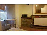 LUXURY-Studio flat -Flat to go today ! Special price at £180 pw Only 100 meters Fr Tube - Shops !