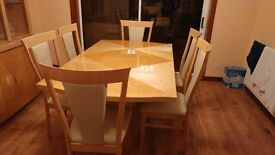 mint condition dinning room table with 6 chairs table extends.