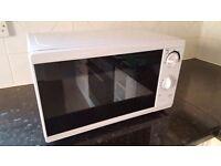 TESCO White 700W Microwave