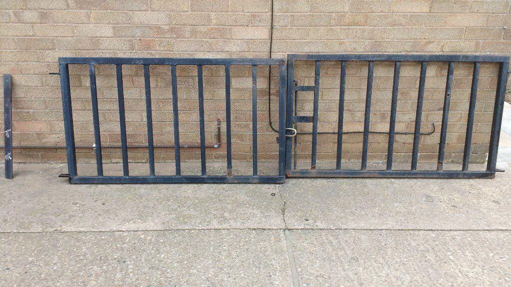 Metal Garden Gates, Aprox 2m Wide.