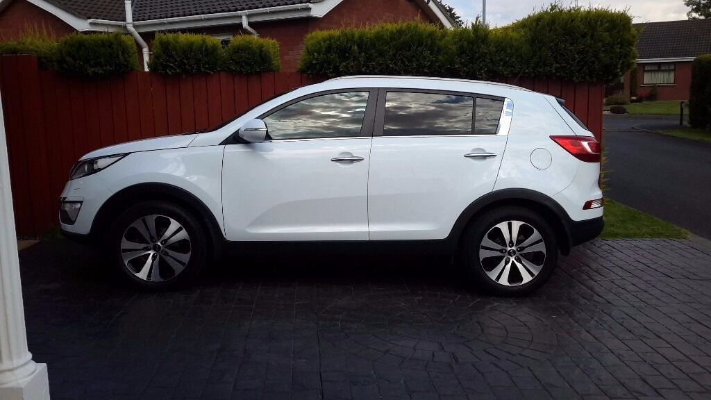Price Dropped, KIA Sportage 1.7 CRDi 3 Sat Nat 2013 White. Top Of The