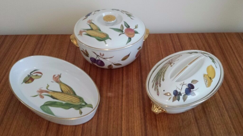 Royal Worcester Evesham Fine Porcelain Oven To Table Ware. In Good  Condition.