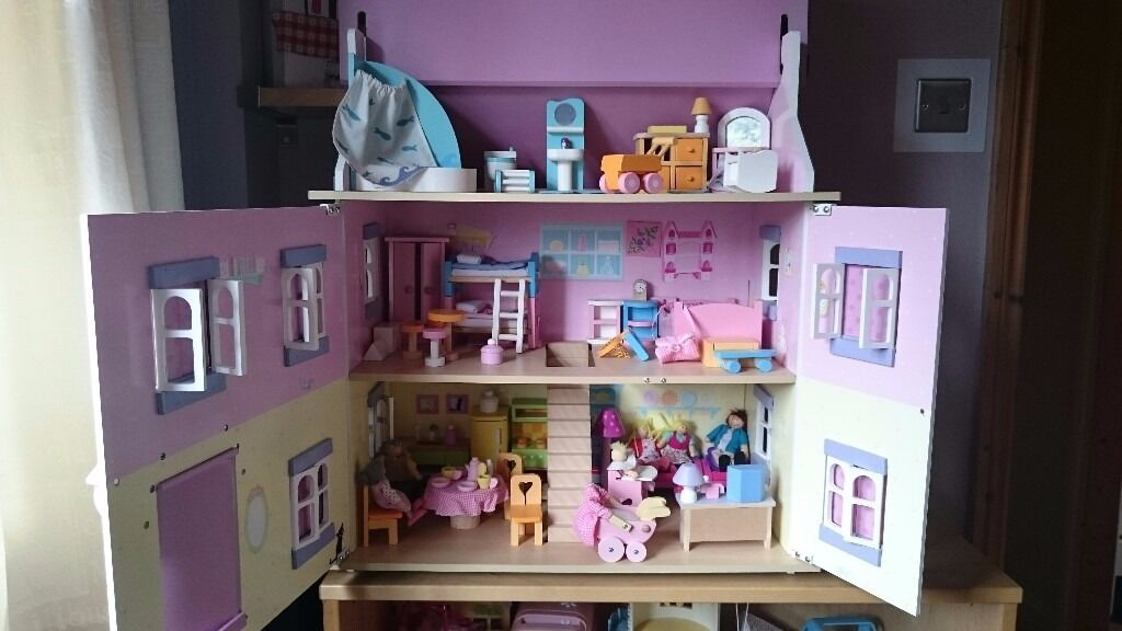 Le Toy Van Sophieu0027s House   Dolls House With Furniture And Dolls