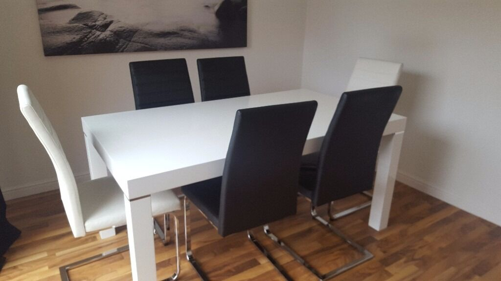 Stunning 2 Months Old Harveys White Gloss Dining Table + 6 Chairs Imaculate  Condition Morano Design Part 41