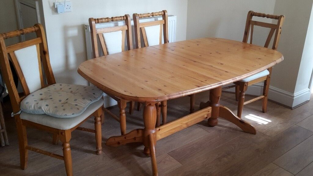 Extending Pine Dining Table With 4 Matching Chairs