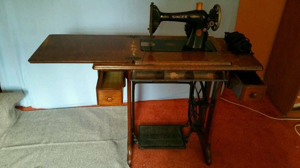 Delightful Vintage Singer Treadle And Electric Sewing Machine With Table House  Clearance
