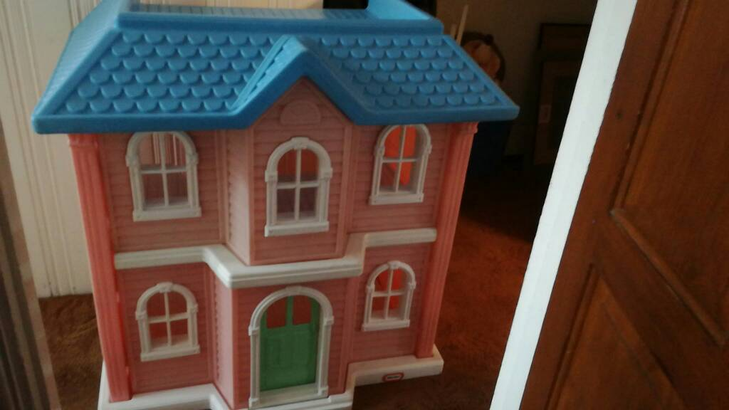 Very Large Little Tikes Dolls House