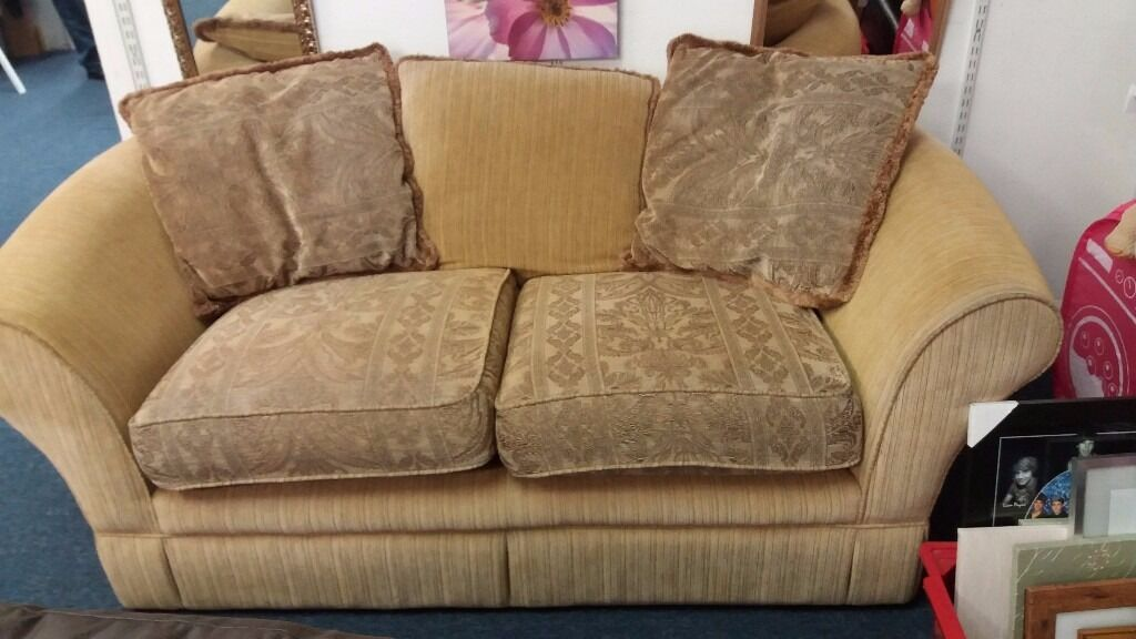 Old Style Tapestry Effect 2/3 Seat Sofa