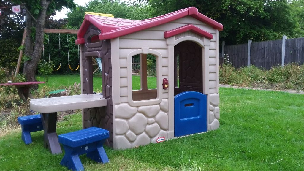 SOLD   Little Tikes Picnic On The Patio Playhouse/Wendy House