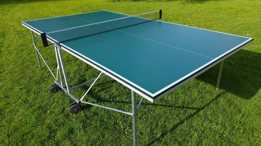 Indoor Table Tennis Table   Full Size Tectonic Table   Roll Away   Very  Good Used