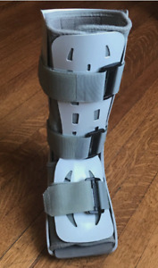 Walking Boot Cast (Left foot - Size Small Adult)