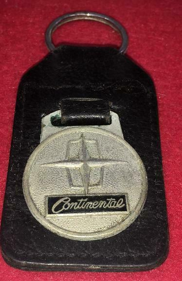 VINTAGE LINCOLN CONTINENTAL METAL COWHIDE LEATHER KEYCHAIN KEY RING FORD  PROMO