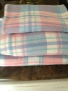 Gently used Twin set flannel bed sheet set