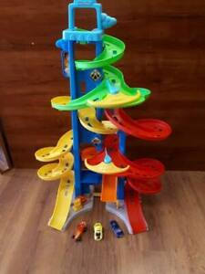 Piste de course /garage /tour spirale Fisher price Little people