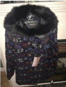 Women's Coat, New Vogue Furriers Size 10, Looking to Sell this U