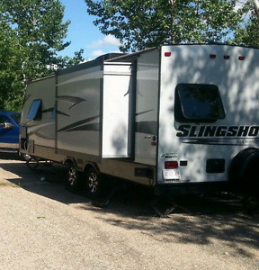 Slingshot 27ft light weight trailer. Sleeps 6