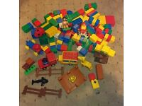 Duplo zoo car, 5 animals plus 150 bricks and 3 car bases