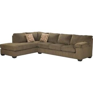 Sofa sectional shape in excellent condition