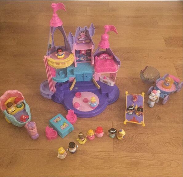 Fisher price Disney princess castle & Cinderella coach/Ariel coach/Aladdin magic carpet