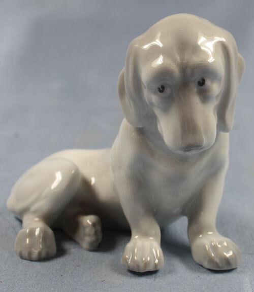 dachshund  figurine dog porcelain Heubach porcelainfigurine germany 1895