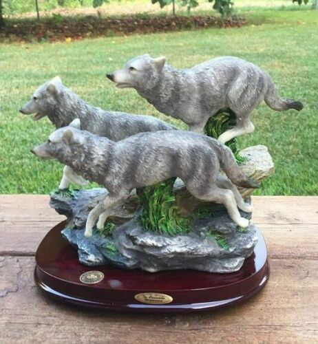 Wolves Figurines Running Resin on  Wood Base Wolf Statue New 10x 8 inches