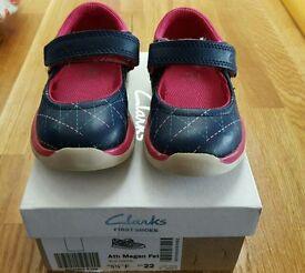 Clarks Girls (toddler) Shoe, size 5 1/2 F