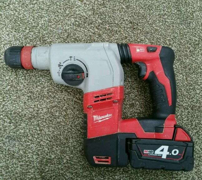 milwaukee 18v sds hammer drill with 4ah battery dewalt. Black Bedroom Furniture Sets. Home Design Ideas