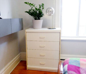 Commode blanche a 4 tiroirs - 4 drawers dresser