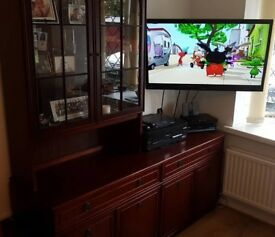 Living Room Cabinet With Glass Display
