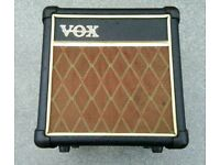 Vox da5 in very good condition with charger! Can deliver or post!