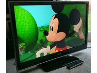 """TOSHIBA 32"""" LCD TV FULL HD BUILT IN FREEVIEW EXCELLENT CONDITION REMOTE CONTROL HDMI FULLY WORKING"""