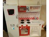 Lovely toy kitchen